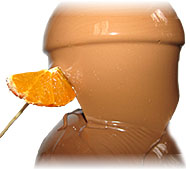 апельсин в шоколадном фонтане