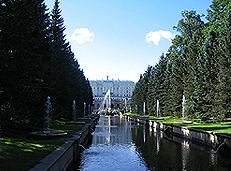 Петергоф - аллея фонтанов